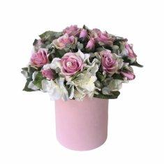 RK Dekorace Květinový box v sametovém obalu z růžových růží ozdoben perličkami
