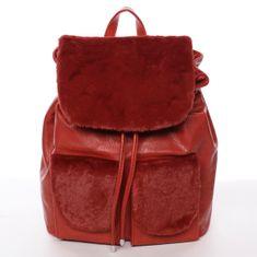 Silvia Rosa Elegantný dámsky batoh s kožušinkou Šantel, červený