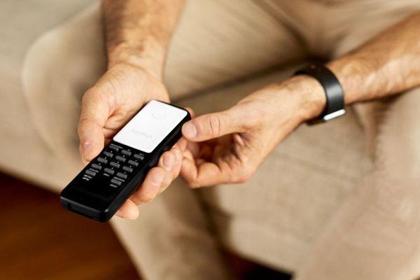 Chipolo CARD - Bluetooth tárgykereső vékony kártya tárgy hívása alkalmazás 60 m hatótáv okmányok védelme utazás helyazonosítás