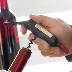 Magnetická vývrtka s otvírákem ve formě láhve vína