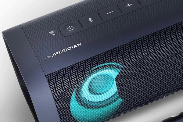 přenosný reproduktor lg pn5 xboom go Bluetooth aux in vstup usb nabíjení výdrž až 18 h led světla dvojí zesílení basů moderní stylové provedení tlačítka na těle mikrofon pro handsfree a hlasové ovládání odolný vodě dle normy ipx5 možnost spárování s až 99 dalšími reproduktory meridian vysoce kvalitní zvuk hudební výkon rms 20 w