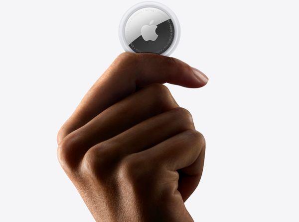 Apple AirTag lokátor lokalizátor malý guľatý puk prezvonenie predmetu aplikácia Find My ochrana súkromia šifrovanie dát anonymná poloha presná lokalizácia štýlový vzhľad anonymný signál aplikácia dosah IP67 vodeodolný prachuvzdorný pripnutie ku kľúčom mapa v aplikácii