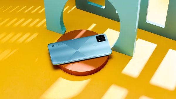Realme C21, veľký displej, dlhá výdrž veľkokapacitná batéria, výkonný procesor, trojnásobný fotoaparát ochrana zraku bezrámikový displej LCD displej reverzné nabíjanie NFC platby čítačka odtlačkov prstov odomykanie tvárou LTE internet LTE pripojenie Wi-Fi Bluetooth 5.1 Android 10 nadstavba Realme UI
