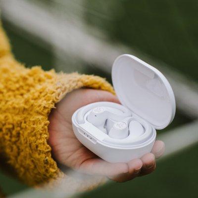 modern Bluetooth fülhallgató jlab epic air anc true wireless hangszínszabályzóval tiszta hangzás nagyszerű teljesítmény hosszú élettartam töltőtok kábellel alacsony súly érintő érzékelők