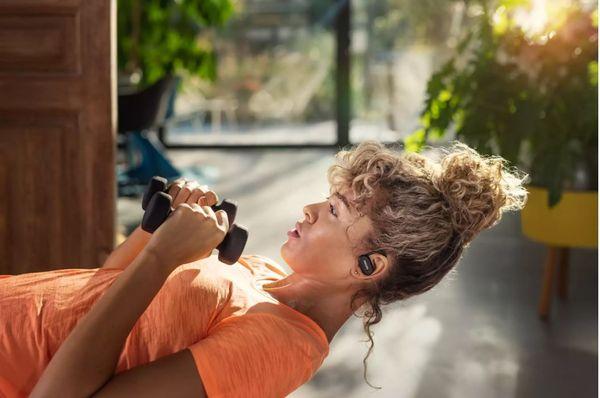 moderne bluetooth slušalice philips philipstaa7306 podržavaju glasovne asistente vodonepropusni ormar za punjenje dug život ugodan u ušima snažni pretvarači kontrola dodira handsfree funkcija moderan dizajn