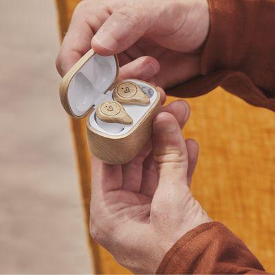 fa öko fejhallgató energy sistem earphones eco true wireless beech wood bükkfa, kábel kiegyensúlyozott hang fenntarthatóság 8h üzemidő pamut utazótok