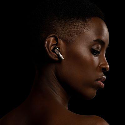 modern vezeték nélküli fejhallgató intezze cliq 10 mm-es dinamikus átalakító Bluetooth 5.2 kiváló hangzás stílusos újratölthető fémtok működés akár 40 órán keresztül handsfree mikrofonok környezeti zajcsökkentő csippel Qualcomm 3040 codec aptx érintésvezérlő tws füldugók nagyon kényelmes használat