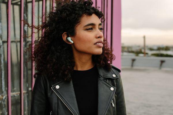 gyönyörű hordozható dugó happyplugs air 1 zen meditáció a füleknek a nagyszerű hangnak köszönhetően 10 mm -es konverter kodekek aac sbc bluetooth 5.2 technológia állóképesség 6 óra töltés 30 óra töltéssel optimalizált illeszkedés a fülbe biomaster technológia